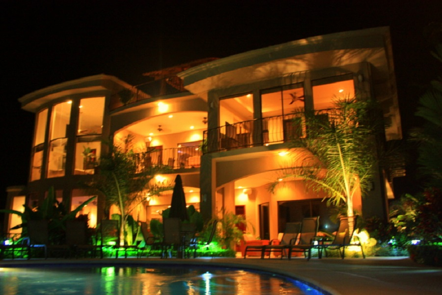 casaponte back view at night